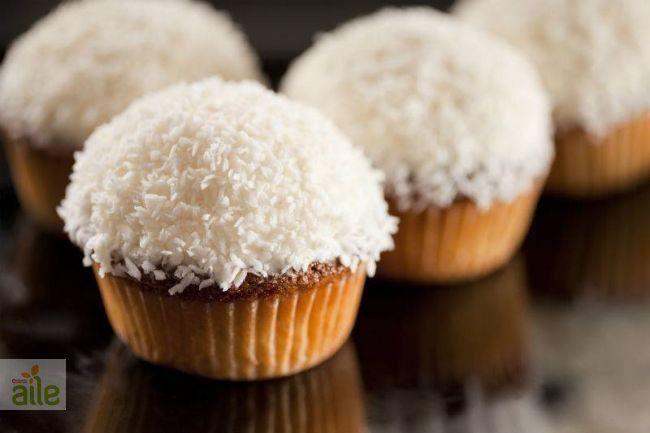 Hindistan cevizli muffin tarifi... Bu lezzetli hindistan cevizli muffini hem siz hem de aileniz çok severek yiyeceksiniz. http://www.hurriyetaile.com/yemek-tarifleri/kurabiye-biskuvi-tarifleri/hindistan-cevizli-muffin-tarifi_659.html