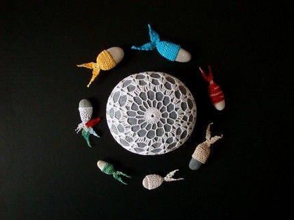 Fish and rocks by knitalatte: Sea Rocks, Fish Crochet, Crochet Stones, Doilies Stones, Rocks Fishi, Crochet Amigurumi, Merfish Circles, Crafty Crochet, Ferns