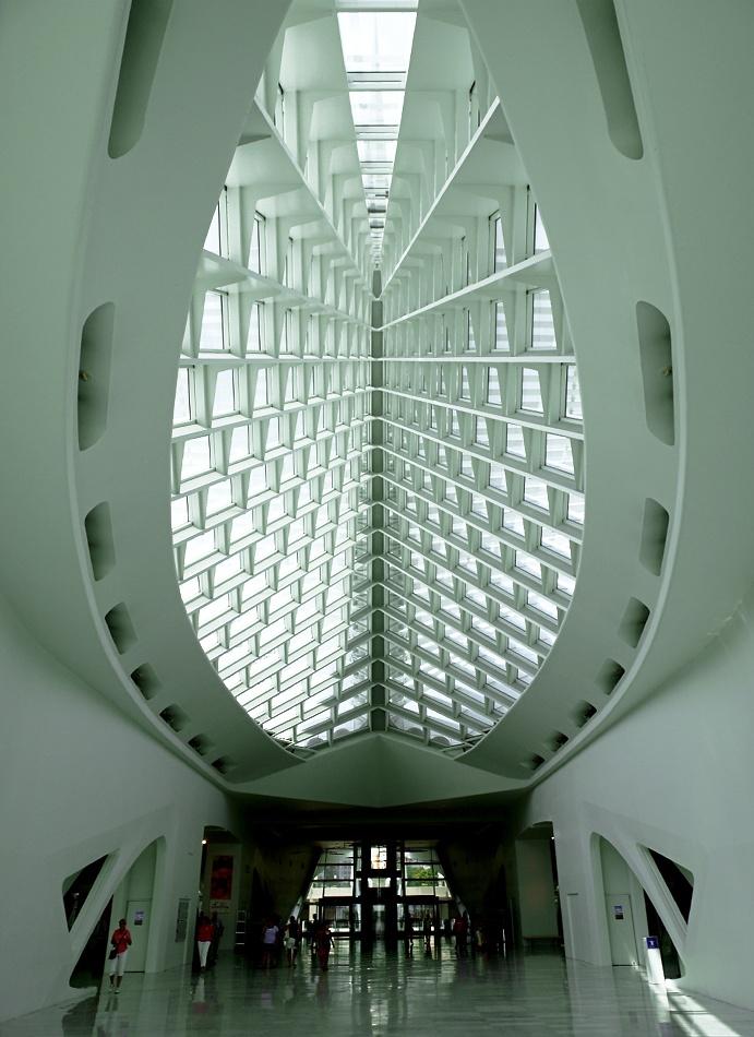 Milwaukee Art Museum By Santiago Calatrava MuseumSantiago CalatravaFuturistic ArchitectureInterior DesignSpacesMilwaukeeCurves CommercialBuildings