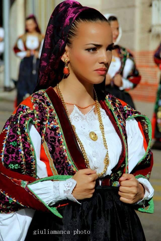 Giulia manca photography Bellezze di Sardegna, costume di Orune
