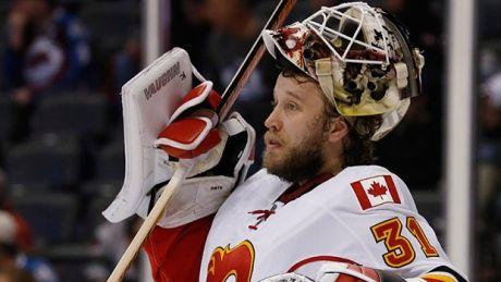 Unsigned goaltender Karri Ramo practises with Maple Leafs