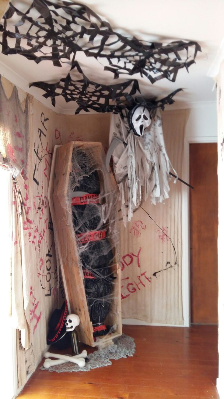 coffin for halloween made out of pallet wood