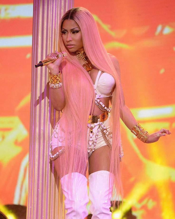 Did you catch Nicki in all her pink glory at the NBA Awards last night?