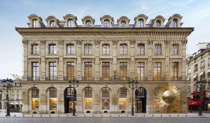 The Best-Designed Stores of 2017 - SURFACE    Maison Louis Vuitton Place Vendôme, Paris    The storied French fashion house returns to the site of its original 19th-century workshop with a new space designed by Peter Marino; plus on-site ateliers housed in two 1714 townhouses by Baroque-era architect Jules Hardouin-Mansart, the man behind Versailles's Hall of Mirrors.