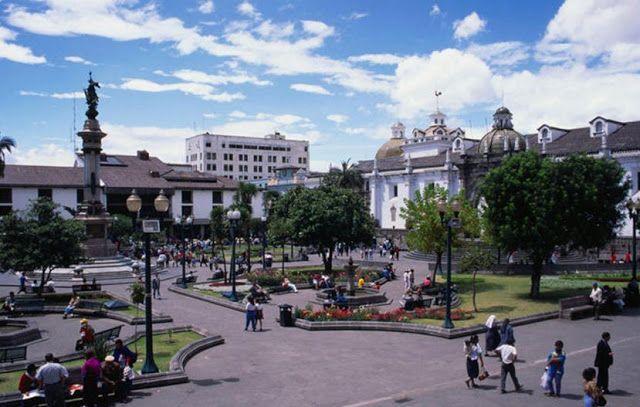 La plaza es fruto del pensamiento del hombre latinoamericano, construido durante 500 años de imaginarios y significados acumulados, así como es el cúmulo expresiones urbanas que retroalimentan la identidad cultural,