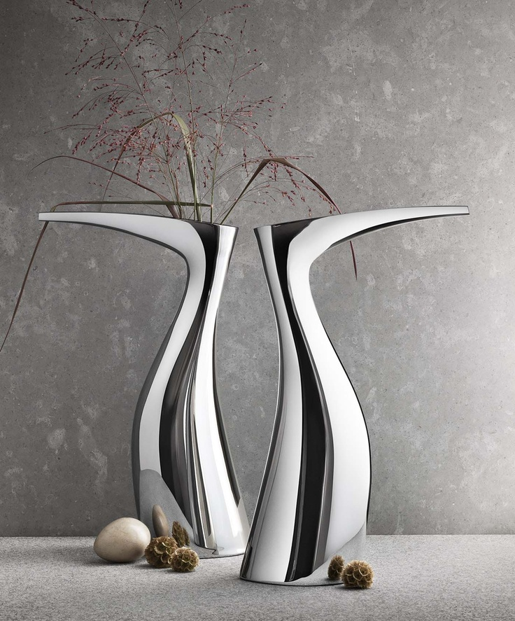 GEORG JENSEN IBIS Designer: Allan Scharff Materials: Stainless steel, mirror polished Measurements: H: 396.5 mm