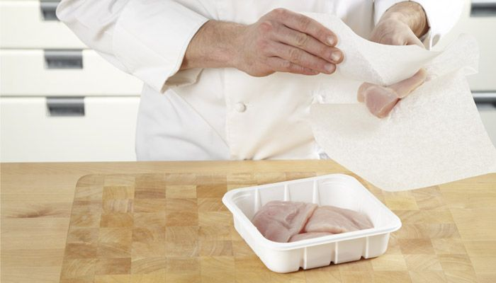 TABLETOP COVERING. Protect your chopping board with SAGA Cooking Paper to prevent bacteria contamination when you work with chicken.