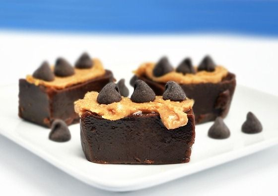 Healthy chocolate and peanut butter fudge? Yes, please!