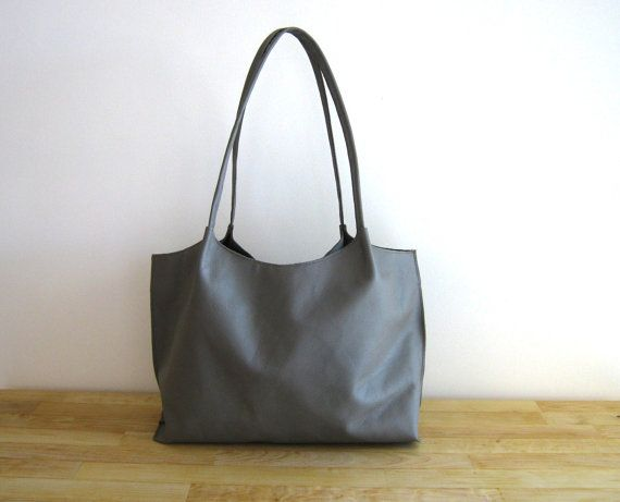A comfortable large leather bag.    The exterior is best Italian cow leather. The bag has two inner pockets, one is designed to hold your mobile phone.