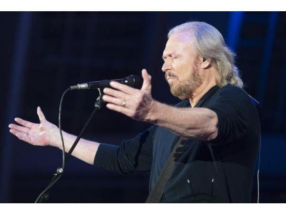 Barry Gibb on the Mythology tour.