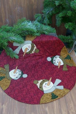Disa Designs Patterns - 'Four Frosty's' Christmas Tree Skirt - Joggles.com