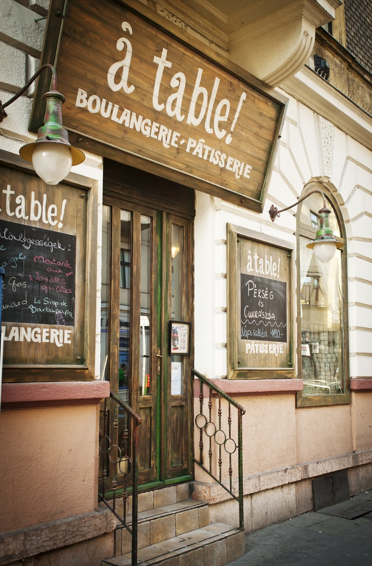 à table!'s entrance