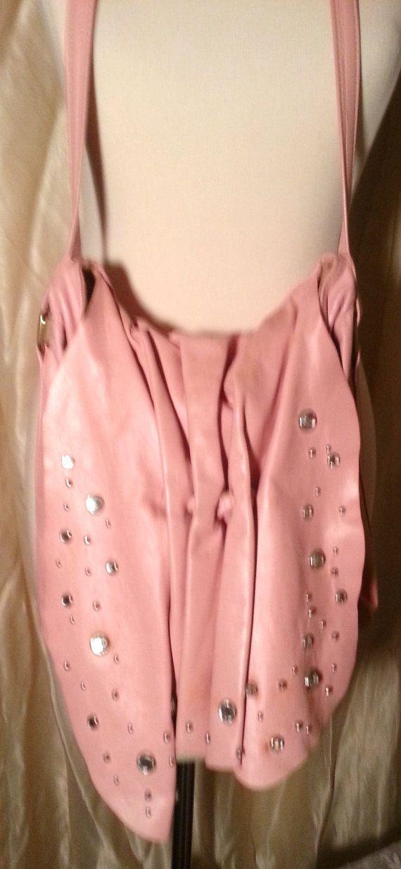Corona Vintage rosa cuero tachonado monedero