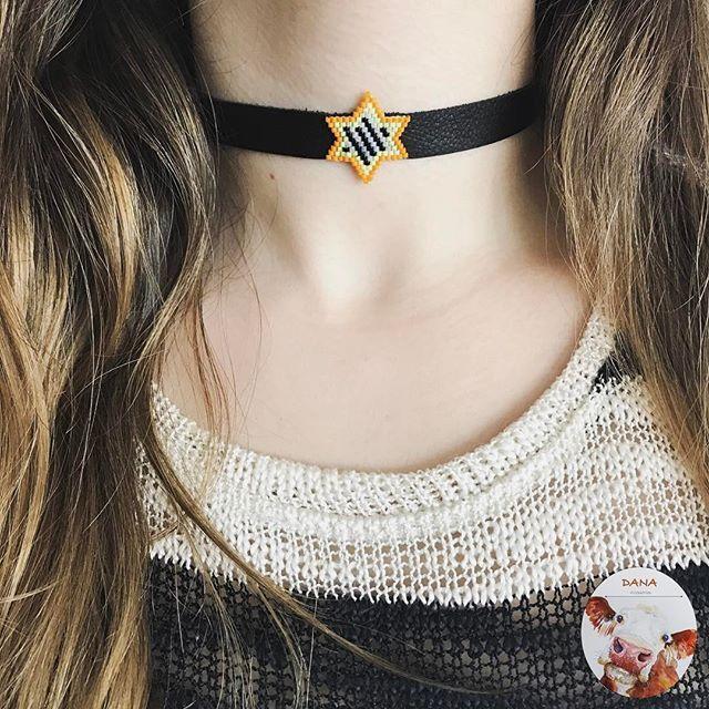 Chokersız asla🙅🏻 #danaaccessories #miyuki #miyukibeads #miyukiaddict #miyukikolye #miyukinecklace #miyukichokers #choker #tasmakolye #handmade #handmadejewelry #elemeği #elyapımı #tasarım #takisizgezmeyenlerklubu #peyote #miyukistar #star #shinelikeastar #beyourownstar #turuncu #sarı #siyah #gününtakısı #gününkombini #moda #fashion #takı