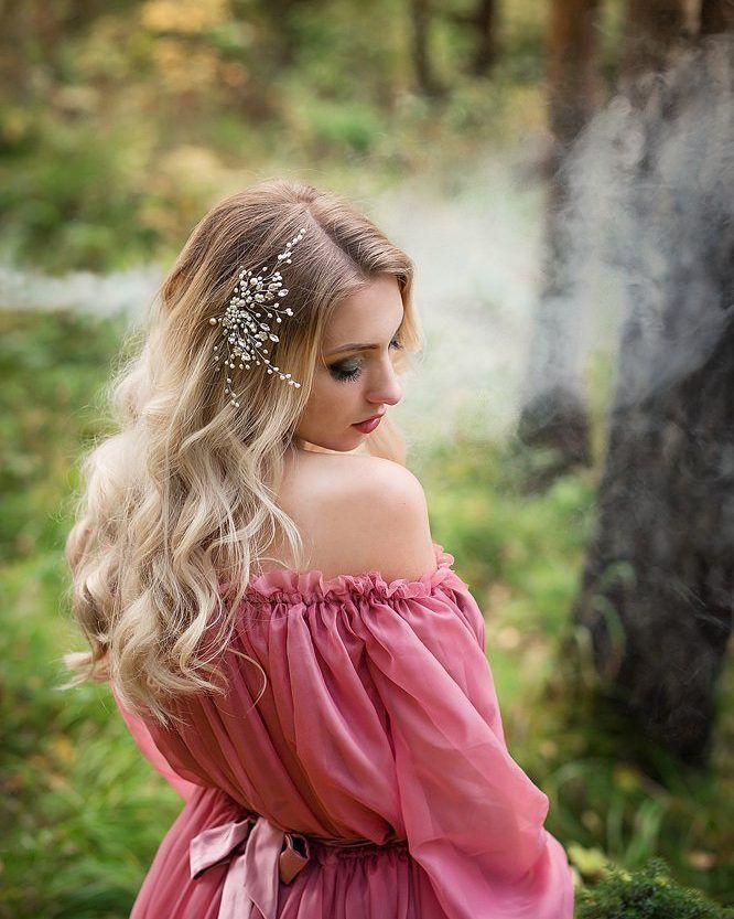 Продолжаем анонс нашей лесной съемки.    Фото @mkoritssa  Модель@lady.helga  Платье@power_of_dress  Образ@elenabezgranits  Украшение из жемчуга от нас •Flower Crown•    Украшения в наличии смотри по тегу:  #вналичииflc