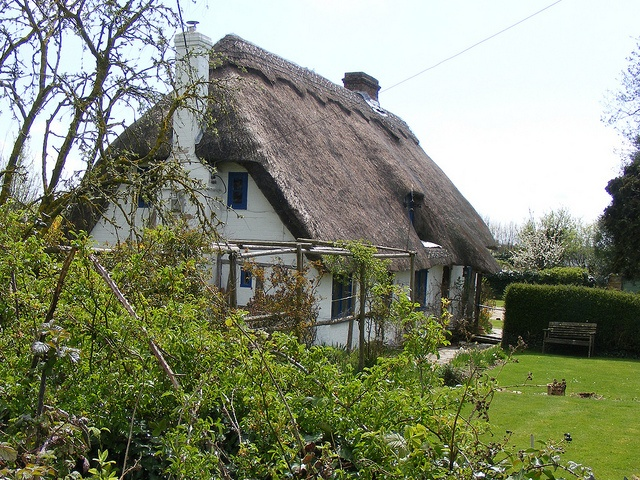 Denmead 0575 Thatched Cottage Part of building dates from 1430 Denmead - April 2010