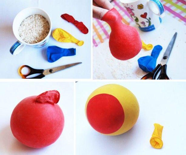 rijstballonnen. rijst in de ballen. Dichtknopen. Andere ballon bovenkant eraf en over de andere ballon doen (over de knoop). Voor de zekerheid nog een extra ballon erover doen waar de bovenkant ook van afgeknipt is.