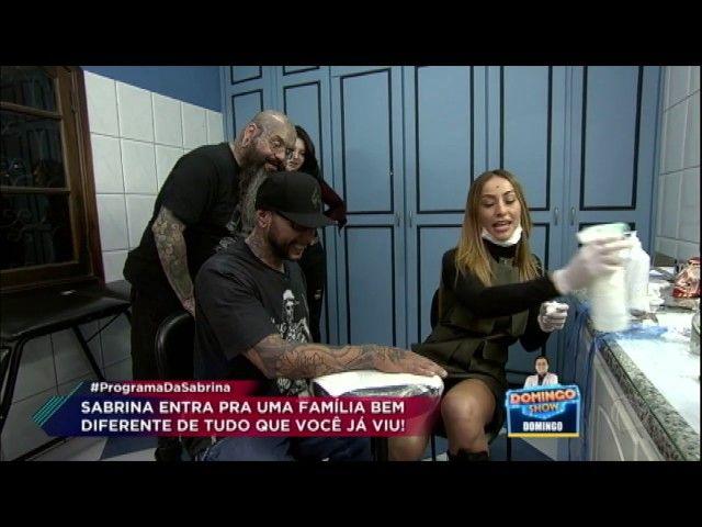 Japa encara desafio de Zumba e aprende a fazer tatuagem