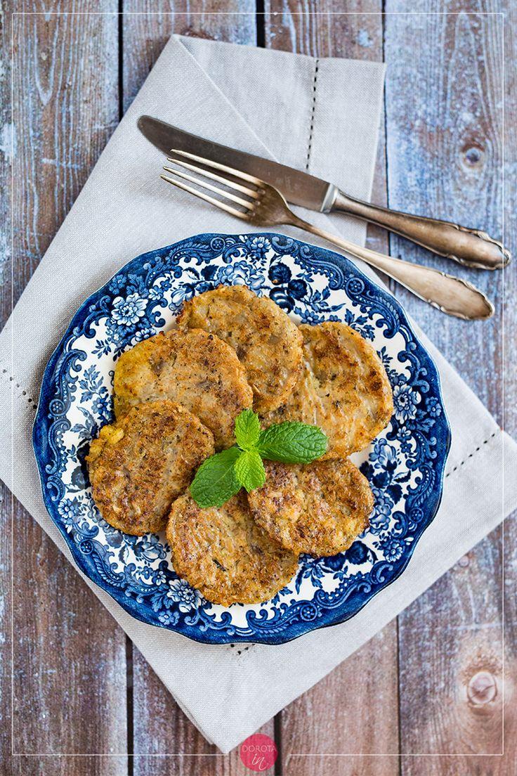 Kotlety z kalafiora na bazie kaszy jaglanej i pestek z dyni lub słonecznika, z cebulą i czosnkiem. Pieczone w piekarniku lub smażone na patelni.  http://dorota.in/kotlety-z-kalafiora/  #food #kuchnia #przepis #recipe #kalafior #obiad #kotlety