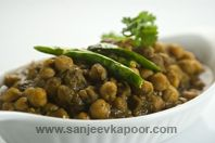 Chole Dhania Masala: Delicious chole preparation incorporating flavour of fresh coriander.