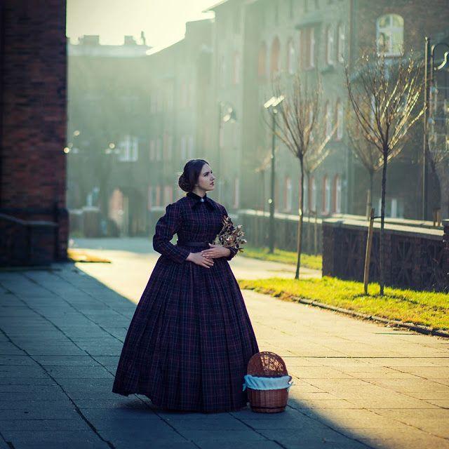 Najlepsza i najgorsza z epok / welniana suknia dzienna z lat 1860.