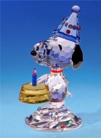 A Snoopy birthday gift for Peanuts collectors, first birthdays and for just about anyone else who enjoys the charming Peanuts crystal figurines from Crystal World.