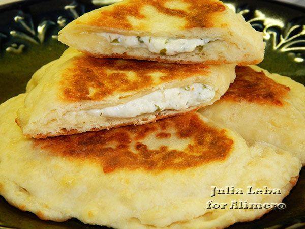 Воздушные сырные леп шки с творожной начинкой / Рецепты с фото