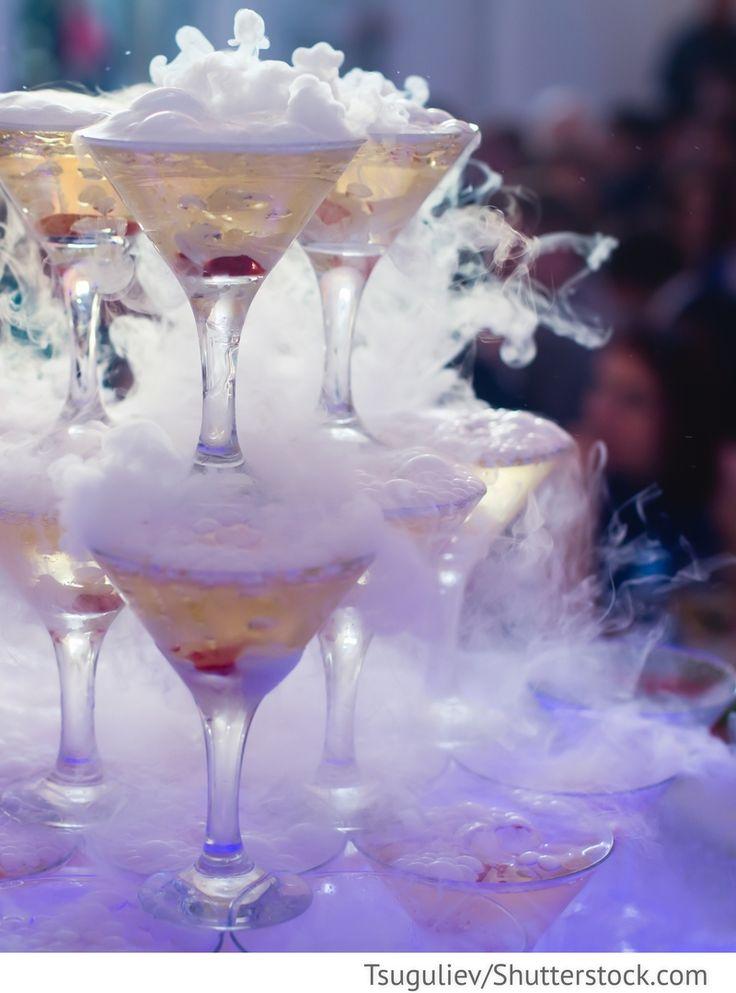 Sektpyramide mit Trockeneis, Pyramide Champagner für russische Hochzeiten