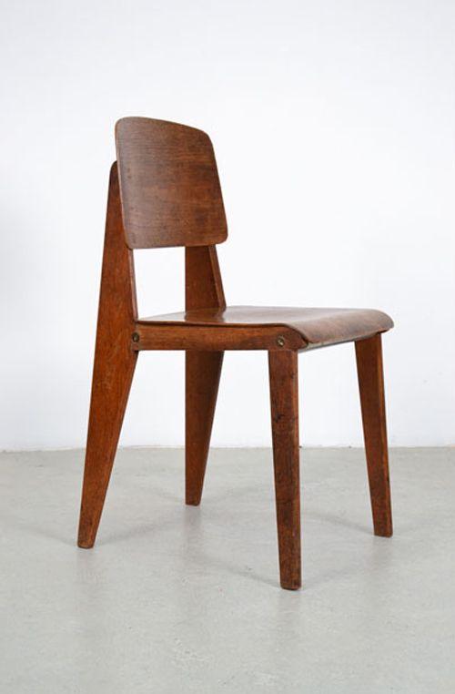 Silla de madera desmontable, Jean Prouve, 1941. Photo: Courtesy of Galerie Patrick Seguin and ivory press