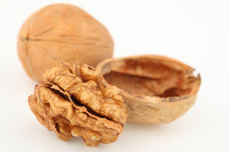 Noci - Valori nutrizionali e proprietà: 7 noci al giorno fanno bene, proteggono il cuore e non solo...
