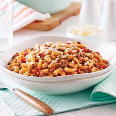 Les macaronis cuisent directement dans la sauce à la viande, on aime!