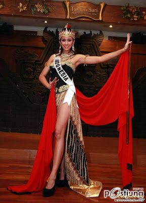 Miss Indonesia Universe Miss Universe 2011 Contestants, National Costumes.