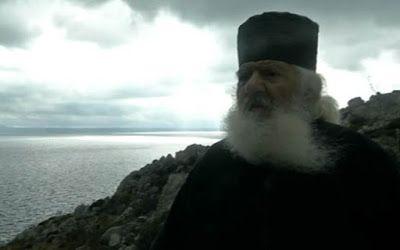 ΕΛΛΗΝΙΚΗ ΔΡΑΣΗ: Ο «σημαιοφόρος» μοναχός της Καλύμνου που ζει από κ...
