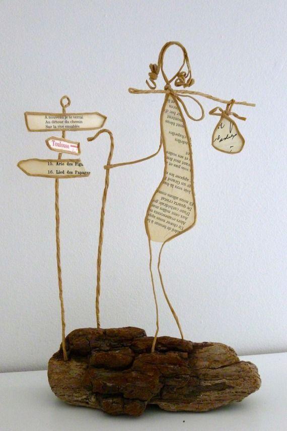Pèlerinage - figurine en ficelle et papier