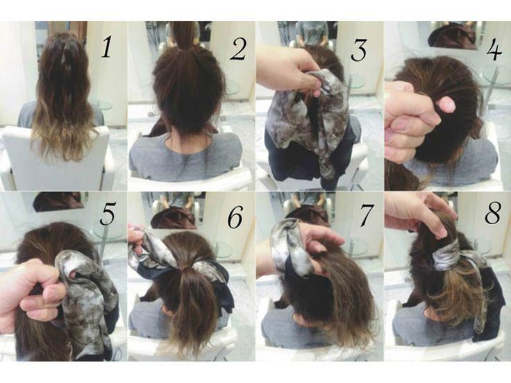 バンダナを使ったお団子アレンジ手順    ①髪の毛を全体に巻きます。 ②ヘアゴムを使ってトップで1つに束ねます。 ③バンダナを用意します。 ④髪の毛を束ねた根元の部分を分けます。 ⑤バンダナを2つに折って、分けたところに通します。 ⑥通す時はバンダナを輪っか状にします。 ⑦輪っか状にしたバンダナに髪の毛を通します。 ⑧その時髪の毛も輪っか状にします。