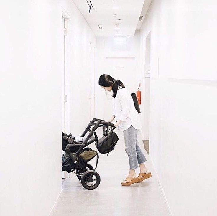 Cities are not plain and easy...this is why Neo's single wheel suspensions make stairs cobbles and slopes easier!  #easylife #easy #productdesign #concord #stroller #concordneo #cochecito #buggy #pushchair #kinderwagen #baby #babyproducts #repost @ayudiac