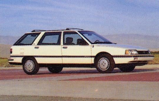 Renault 21 Névada USA Cette R21 était baptisée Medallion, et était fabriquée à Maubeuge chez Renault puis exportée aux USA, contrairement à la Premier fabriquée dans l'Ontario. Elle était motorisée par un unique moteur 4 cylindres de 2,2 litres, développant 108 ch, deux niveaux de finition (DL de base et LX plus luxueuse) et deux carrosserie (sedan et wagon).