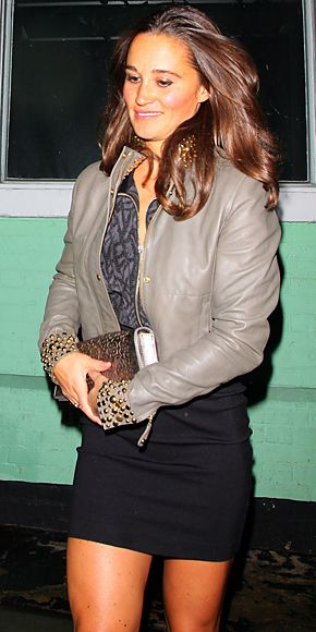 8/25/2011: Pippa leaves Public after a night out (Kensington & Chelsea, London)