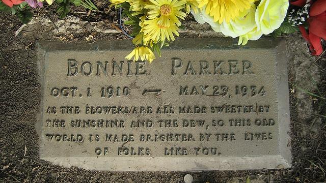 Bonnie Parker Forajidos Pinterest Families Pools And Bonnie Parker