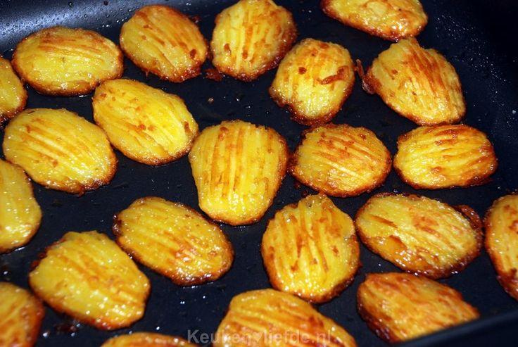 Na vele recepten te hebben uitgeprobeerd voor de allerlekkerste ovenaardappels kan ik zeggen dat deze toch wel favoriet zijn!