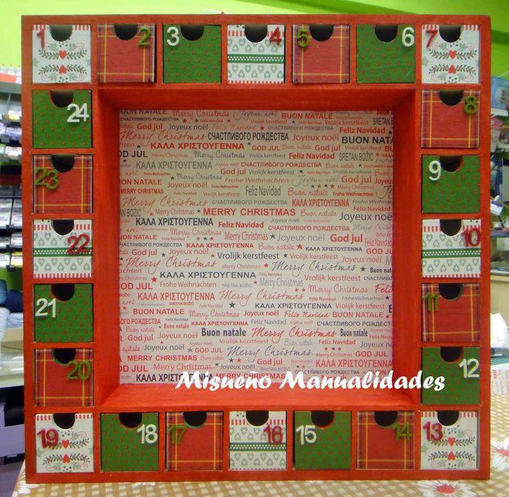 Calendario de adviento de madera con 24 cajones (de Artemio) decorado con pintura y papeles navideños Décopatch. Se vendió el mismo día 1 de diciembre. www.misuenyo.com / www.misuenyo.es