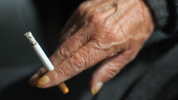 """#Therapy #NHS Five of the best ways to stop smoking in 2017  Going it alone can be a challenge, and the Quit Smoking Community explicitly advises against it, saying """"smokers going cold turkey are more likely to cheat or relapse on their quit smoking plan than those who use nicotine replacement therapy"""". The NHS..."""
