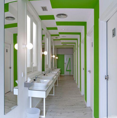 Hostel bathroom in madrid design environmental for Hostel design
