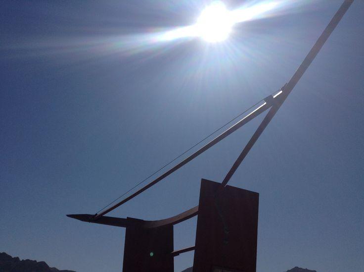 Arpa al viento en embalse Puclaro en #ValledelElqui, interior de La Serena IV Región, Chile ... A imaginar su sonido This is an Wind Harp located at Puclaro Dam in Valle del Elqui, La Serena, north of Chile were you find the most clear sky  Imagine the sound