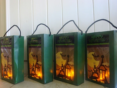 """LACA """"Lo Atamos Con Alambre"""" Bolsas recolectoras de caramelos con led para Halloween"""