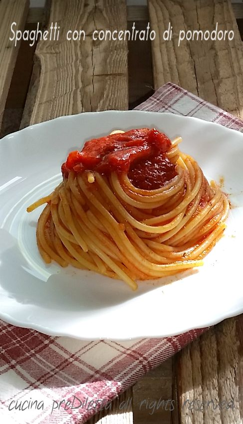 Spaghetti con concentrato di pomodoro
