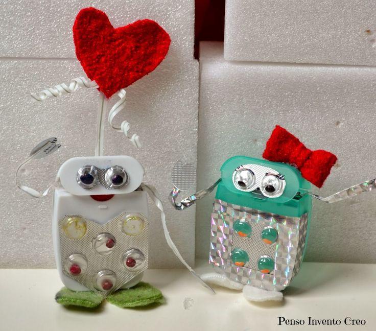 Come creare dei piccoli robot con la scatola del filo interdentale, giochi per bambini a San Valentino, robot innamorati