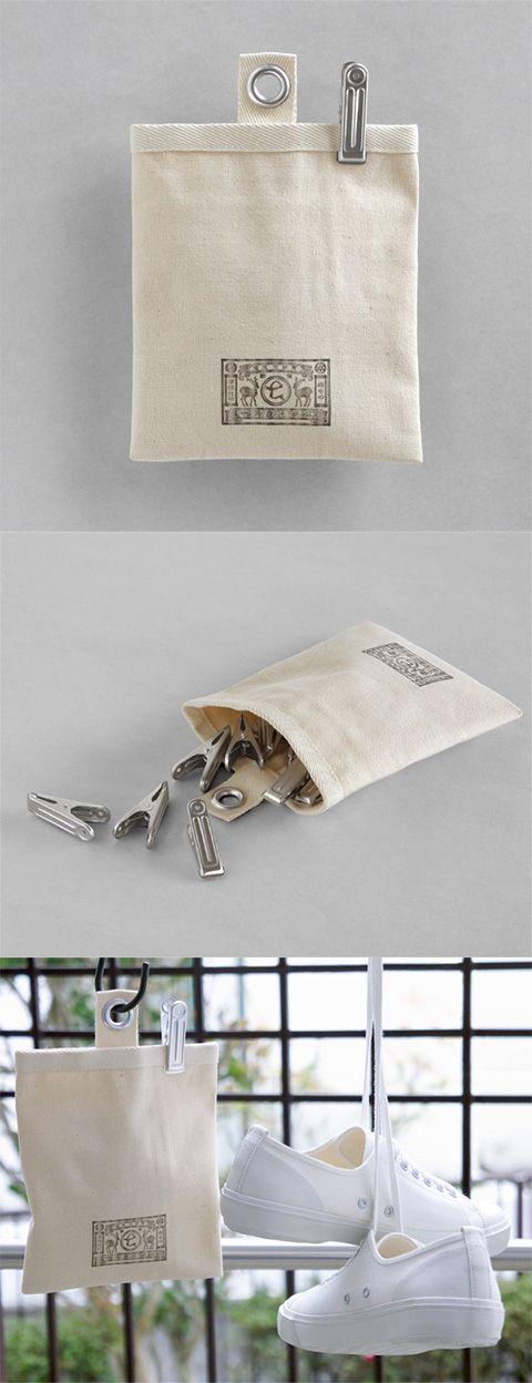 【袋付きアルミピンチ(中川政七商店)】/シンプルで懐かしいアルミピンチと、収納袋のセットです。 袋は9号帆布仕上げで、ハトメの穴をSカンなどに通し、引っ掛けてお使いいただけます。 ピンチは、日本で唯一アルミ製の洗濯ばさみを造り続けている「南木製作所」のもの。 プラスチック製と比較して、サビや劣化に強く壊れにくいのが特徴です。 洗濯ばさみ以外にもキッチンクリップや文房具としてさまざまにお楽しみいただけます。