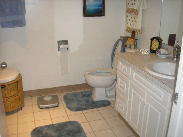 Spacious bathrooms at Whitney Towers
