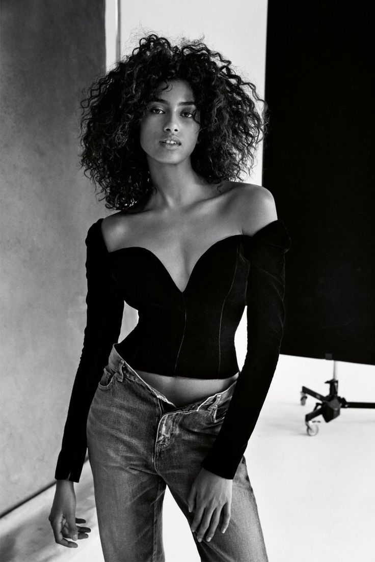 Publication: Vogue UK February 2017 Model: Imaan Hammam, Anna Ewers, Taylor Hill Photographer: Patrick Demarchelier Fashion Editor: Kate Phelan Hair: Duffy Make Up: Diane Kendall Nails: Megumi...